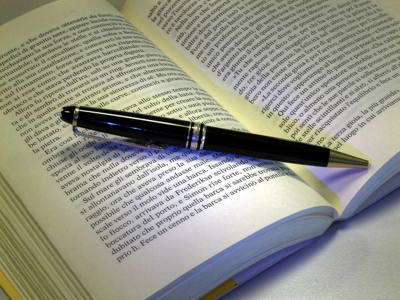 Picture of a pen on a book